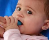 Escovação-de-dentes-nos-bebés